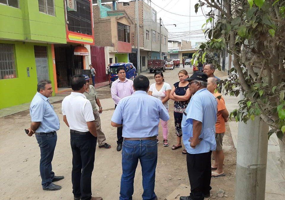 ALCALDE DE HUARAL JUNTO A GERENTES CONVERSA CON POBLACION DONDE EJECUTARAN OBRAS