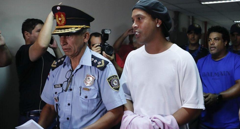 RONALDINHO GAUCHO ASTRO DEL FUTBOL BRASILEÑO ESTA PRIVADO DE LIBERTAD EN PARAGUAY